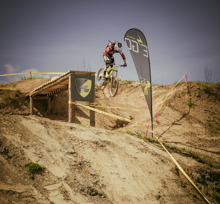 Amazing jumps at eBike Action Race